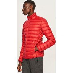 Kurtka z naturalnym puchem - Czerwony. Czerwone kurtki męskie puchowe Reserved, l, z puchu. Za 239,99 zł.