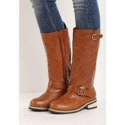 Camelowe Kozaki Brietti. Brązowe buty zimowe damskie marki Born2be, na niskim obcasie, na płaskiej podeszwie. Za 119,99 zł.