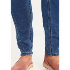Lost Ink Plus Jeansy Slim Fit mid denim. Niebieskie jeansy damskie Lost Ink Plus. W wyprzedaży za 151,20 zł.