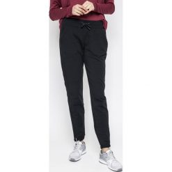 Reebok - Spodnie Ts Slim Jogger. Szare spodnie sportowe damskie marki Reebok, l, z dzianiny, z okrągłym kołnierzem. W wyprzedaży za 169,90 zł.