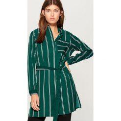 Długa koszula w paski - Wielobarwn. Szare koszule wiązane damskie Mohito, w paski, z długim rękawem. Za 99,99 zł.