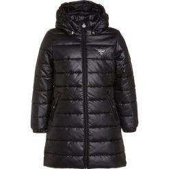 Hummel Płaszcz zimowy black. Czarne kurtki chłopięce zimowe marki Hummel, z materiału. W wyprzedaży za 230,30 zł.