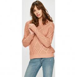 Vero Moda - Sweter. Różowe swetry klasyczne damskie marki Vero Moda, l, z bawełny, z okrągłym kołnierzem. Za 129,90 zł.
