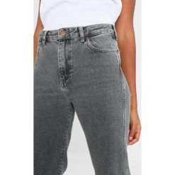 Wrangler RETRO  Jeansy Straight Leg grey mules. Szare jeansy damskie Wrangler. Za 349,00 zł.