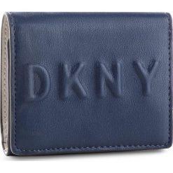 Mały Portfel Damski DKNY - Tilly Trifold Wallet R741V100 Navy NVY. Niebieskie portfele damskie DKNY, ze skóry ekologicznej. Za 339,00 zł.