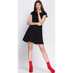 Czarna Sukienka Treat Me. Czarne sukienki hiszpanki Born2be, na lato, s, mini. Za 89,99 zł.