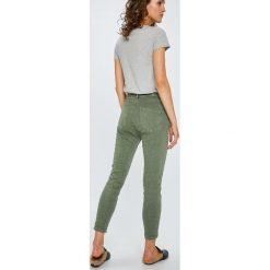 Answear - Jeansy. Szare jeansy damskie rurki marki ANSWEAR, z bawełny, z obniżonym stanem. W wyprzedaży za 79,90 zł.