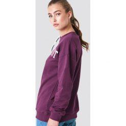NA-KD Bluza Significant - Red. Zielone bluzy z nadrukiem damskie marki Emilie Briting x NA-KD, l. Za 141,95 zł.