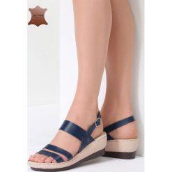 Granatowe Skórzane Sandały Show Me. Niebieskie sandały damskie vices, na koturnie. Za 99,99 zł.