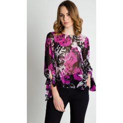 Luźna bluzka w kolorze fuksji BIALCON. Czerwone bluzki damskie BIALCON, s, w kolorowe wzory, z tkaniny, wizytowe, z dekoltem na plecach. W wyprzedaży za 104,00 zł.