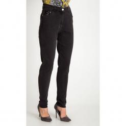 Szare spodnie jeansy z cekinami QUIOSQUE. Szare boyfriendy damskie QUIOSQUE, z jeansu. Za 179,99 zł.