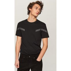 T-shirty męskie: T-shirt z panelami przy rękawach – Czarny