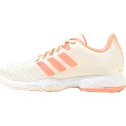 Buty sportowe damskie: adidas Performance BARRICADE COURT  Obuwie multicourt coral/white