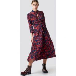 Gestuz Długa sukienka Raida - Red,Navy. Czerwone długie sukienki Gestuz, z kopertowym dekoltem, z długim rękawem, kopertowe. Za 809,95 zł.