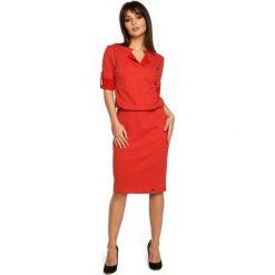 BRIANA Sukienka ze stójką i plisą w dekolcie - czerwona. Czerwone sukienki dzianinowe marki House, l, z napisami, sportowe, sportowe. Za 169,90 zł.