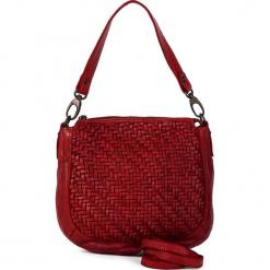 Skórzana torebka w kolorze czerwonym - 22 x 27 x 8 cm. Czerwone torebki klasyczne damskie neropantera, w paski, z materiału. W wyprzedaży za 363,95 zł.