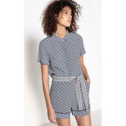 Kombinezony damskie: Kombinezon z krótkim rękawem, krótkimi spodniami i z paskiem, wzorzysty