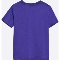 Guess Jeans - T-shirt dziecięcy 118-176 cm. Niebieskie t-shirty chłopięce z nadrukiem marki Guess Jeans, l, z bawełny, z okrągłym kołnierzem. W wyprzedaży za 69,90 zł.