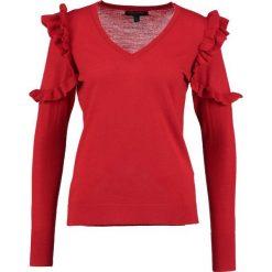 Swetry klasyczne damskie: Banana Republic RUFFLE SHOULDER Sweter red