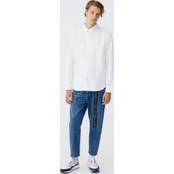 Koszula oxford z długim rękawem. Białe koszule męskie marki Reserved, l. Za 69,90 zł.