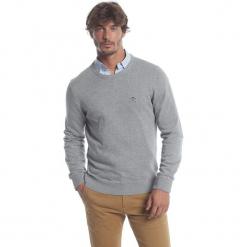 Sweter w kolorze szarym. Szare swetry klasyczne męskie marki Polo Club Men, m, z haftami, z bawełny, z okrągłym kołnierzem. W wyprzedaży za 173,95 zł.