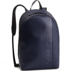 Plecak CALVIN KLEIN - Elevated Logo Round Backpack K50K503910 430. Niebieskie plecaki męskie Calvin Klein, ze skóry ekologicznej. Za 649,00 zł.