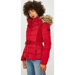 Pepe Jeans - Kurtka puchowa Olivia. Czerwone bomberki damskie Pepe Jeans, l, w paski, z jeansu, z kapturem. W wyprzedaży za 599,90 zł.