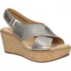 Sandały skórzane na koturnie Clarks Aisley Tulip 26125079. Brązowe sandały damskie marki Clarks, na koturnie. Za 229,99 zł.