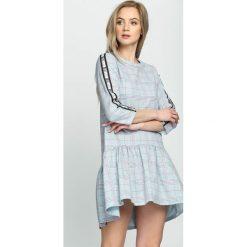 Niebieska Sukienka Dashed Line. Niebieskie sukienki hiszpanki Born2be, na lato, s, mini. Za 64,99 zł.
