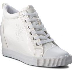 Sneakersy CALVIN KLEIN JEANS - Ritzy RE9799 White. Białe sneakersy damskie Calvin Klein Jeans, z gumy. Za 569,00 zł.