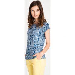 Granatowa bluzka z orientalnym wzorem QUIOSQUE. Niebieskie bluzki nietoperze marki bonprix. W wyprzedaży za 29,99 zł.