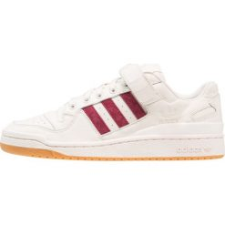 Adidas Originals FORUM LO Tenisówki i Trampki chalk white/collegiate burgundy. Białe tenisówki damskie adidas Originals, z materiału. W wyprzedaży za 399,20 zł.