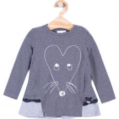 Koszulka. Szare bluzki dziewczęce bawełniane marki MOUSE, z aplikacjami, z falbankami, z długim rękawem. Za 29,90 zł.