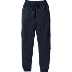 Spodnie dresowe Slim Fit bonprix ciemnoniebieski. Niebieskie rurki męskie marki bonprix, z aplikacjami, z dresówki. Za 79,99 zł.