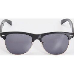 Okulary przeciwsłoneczne clubmaster - Czarny. Czarne okulary przeciwsłoneczne damskie clubmaster marki Sinsay. Za 14,99 zł.
