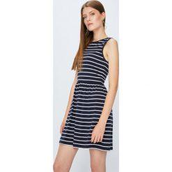 Only - Sukienka Niella. Szare sukienki dzianinowe marki ONLY, s, casualowe, z okrągłym kołnierzem. W wyprzedaży za 89,90 zł.