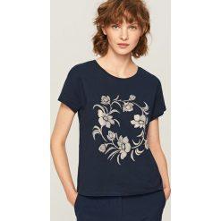 T-shirt z nadrukiem - Granatowy. Niebieskie t-shirty damskie Reserved, l, z nadrukiem. Za 39,99 zł.