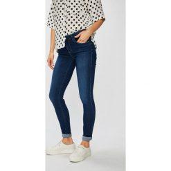 Guess Jeans - Jeansy Sexy Curve. Niebieskie jeansy damskie rurki Guess Jeans, z aplikacjami, z bawełny. Za 599,90 zł.