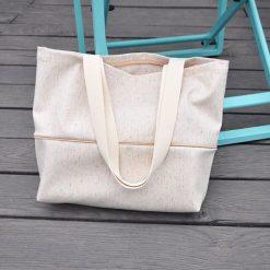 Torebka damska - jasny beż z kolorowymi nitkami. Brązowe torebki klasyczne damskie Pakamera, w kolorowe wzory, z tkaniny. Za 119,00 zł.