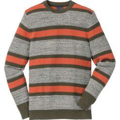 Sweter z okrągłym dekoltem w paski Regular Fit bonprix ciemnooliwkowo-ciemnopomarańczowo-biel wełny w paski. Zielone swetry klasyczne męskie marki bonprix, l, w paski, z bawełny, z okrągłym kołnierzem. Za 49,99 zł.