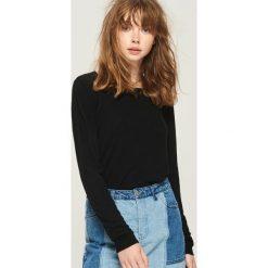 Sweter basic - Czarny. Czarne swetry klasyczne damskie Sinsay, l. Za 39,99 zł.