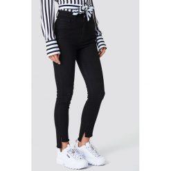 NA-KD Jeansy Highwaist Skinny Raw Hem - Black. Czarne jeansy damskie skinny NA-KD, z bawełny, z podwyższonym stanem. Za 141,95 zł.