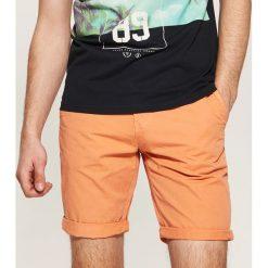 Odzież męska: Szorty z kolorowym paskiem - Pomarańczo