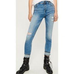 Jeansy slim fit high waist - Niebieski. Niebieskie spodnie z wysokim stanem marki Sinsay, z jeansu. W wyprzedaży za 59,99 zł.