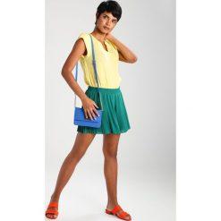 Sisley Szorty green. Zielone spódniczki Sisley, z materiału. W wyprzedaży za 194,35 zł.
