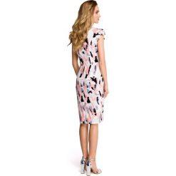 MADRA Sukienka ołówkowa z dekoltem i mini rękawami - model 2. Szare sukienki hiszpanki Stylove, s, z nadrukiem, z tkaniny, mini, dopasowane. Za 169,90 zł.