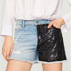 Jeansowe szorty z cekinami - Niebieski. Niebieskie bermudy damskie Reserved, z jeansu. W wyprzedaży za 29,99 zł.