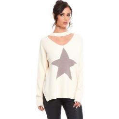 """Sweter """"Etoile"""" w kolorze beżowym. Brązowe swetry klasyczne damskie marki Cosy Winter, s, prążkowane, z okrągłym kołnierzem. W wyprzedaży za 136,95 zł."""