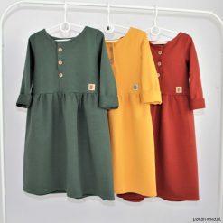 Sukienka z guziczkami. Czerwone sukienki dziewczęce z falbanami Pakamera, z długim rękawem, długie. Za 119,00 zł.