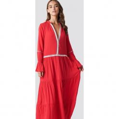 Trendyol Sukienka maxi z detalami - Red. Szare długie sukienki marki Trendyol, na co dzień, z elastanu, casualowe, dopasowane. W wyprzedaży za 80,98 zł.